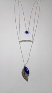 Zoom collier multi-rangs tons argent-bleu